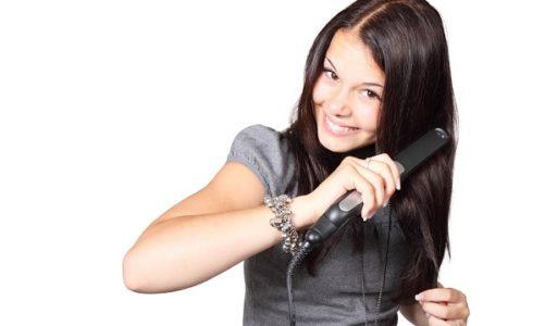 Piastra per capelli, ecco perché è uno dei prodotti più venduti nel 2020